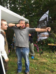På Nordsjællands Jagts stand kunne man også prøve at skyde med bue, hvilket mange benyttede sig af