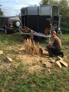 Træmanden imponerede med sine evner og donerede den smukke skov til foreningen